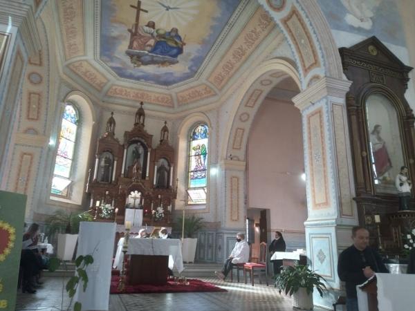 Missa comemora 33 anos de Ivorá