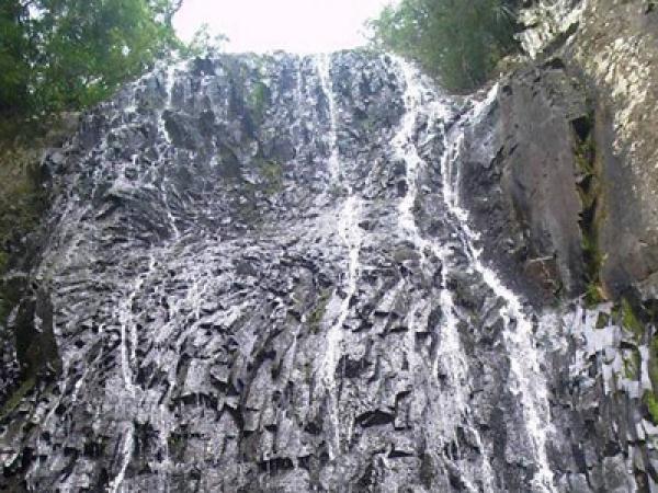 Cascata das Pedras Pretas
