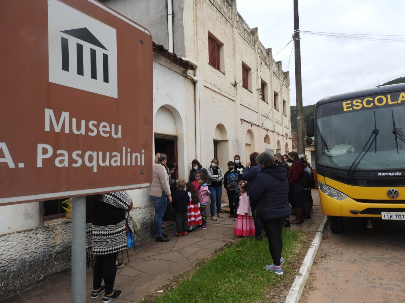 ESCOLAS DA REDE MUNICIPAL E ESTADUAL PARTICIPAM DA 31ª SEMANA CULTURAL DE IVORÁ