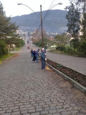 Ivorá mantém estradas e embeleza a cidade