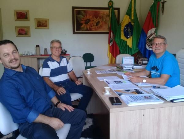 Prefeito de Ivorá recebe visita do gerente do BB de Faxinal do Soturno