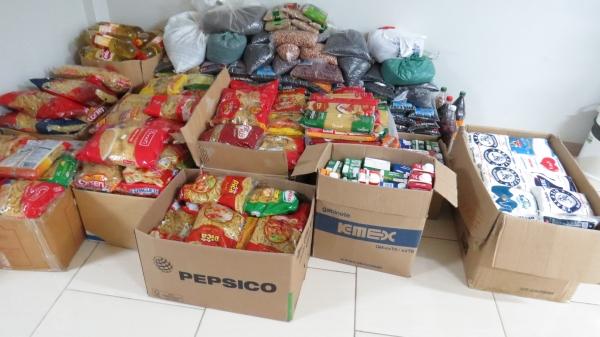 Mais de 2 mil quilos de alimentos foram arrecadados