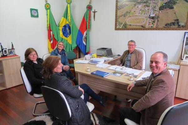 Coordenador Regional de Educação visita Ivorá