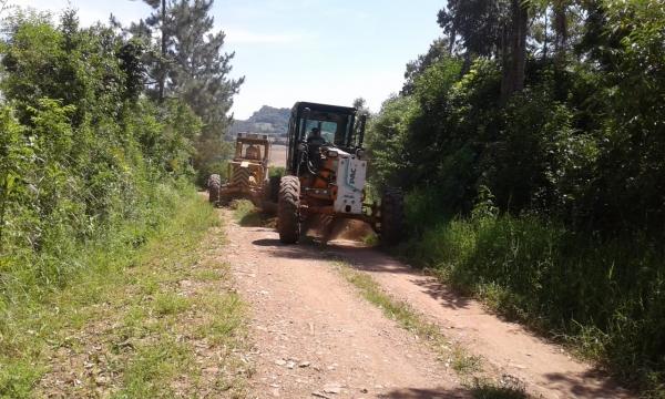 Estradas sendo recuperadas no interior do Município de Ivorá
