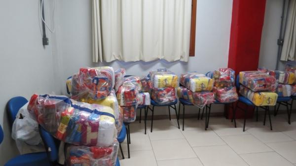 Defesa Civil entrega cestas básicas em Ivorá