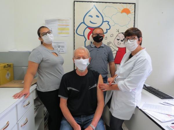 Irineo Mariotti é o primeiro imunizado em Ivorá