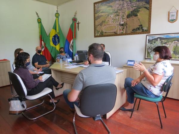 Prefeito Saulo recebe representantes da Agricultura Regional e Senac