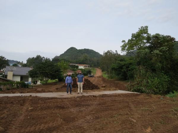 Ivorá- Prefeito e vice vistoriam obras